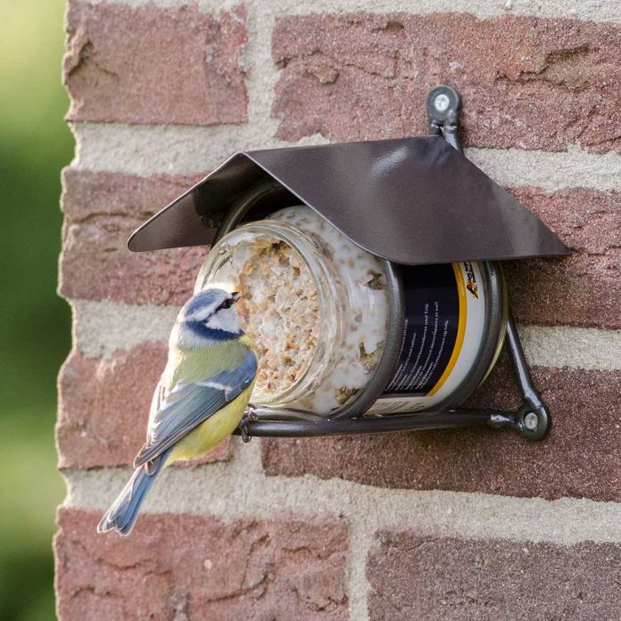 Pindakaas voor tuinvogels met stukjes noot
