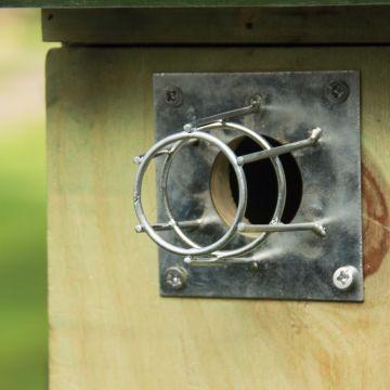 Metalen invliegbeveiliging voor nestkasten Ø 32 mm